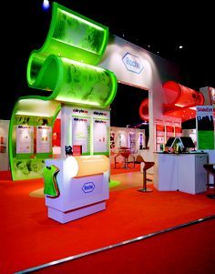 Great use of color & curves, with plenty of open space - Roche Exhibition Stand