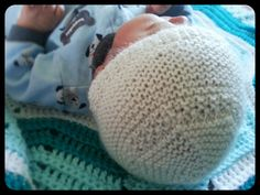 Newborn knitted baby hat for twin boy by Sew.Knit.Create
