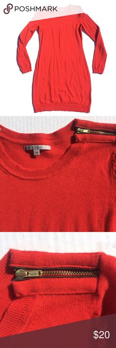 """Gap sweater dress w/ genuine leather, cashmere xs Perfect for fall   Gap sweater dress. Trendy red orange color.  Gold tone zippers on shoulders with accents of real leather.   95% wool, 5% cashmere   Length: 35""""  Preloved. Pea-sized hole in arm.  Make an offer GAP Dresses Long Sleeve"""