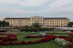 Reales Märchen erleben beim Schloss Schönbrunn Louvre, Building, Travel, Viajes, Nice Asses, Buildings, Destinations, Traveling, Trips