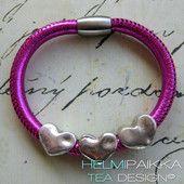 Neonpinkki sydämillä 25€ Leather Jewelry, Jewellery, Tea, Bracelets, Charm Bracelets, Jewels, Jewelry Shop, Jewelry, Bracelet