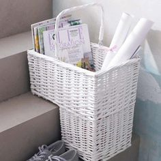 Wicker Stair Basket with Handle, white Diy Storage, Storage Baskets, Stair Basket, Paper Basket Weaving, Newspaper Basket, Upcycled Home Decor, Diy Recycle, Home Furnishings, Home Accessories