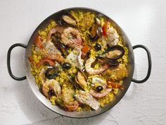 Paella mit Meeresfrüchten ist ein Rezept mit frischen Zutaten aus der Kategorie Reis. Probieren Sie dieses und weitere Rezepte von EAT SMARTER!