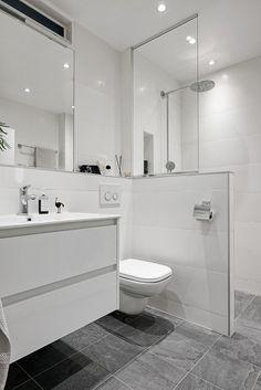 50 Beautiful Bathroom Decor and Design Ideas - We Should Do This Diy Bathroom Decor, Bathroom Renos, Bathroom Design Small, Bathroom Layout, Bathroom Interior Design, Modern Bathroom, Master Bathroom, Rental Bathroom, Bathroom Kids