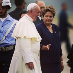 El Papa Francisco llegó a Brasil y fue recibido por la presidenta Dilma #Rousseff. Foto: AP