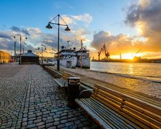 Vacker gata. #gothenburg #göteborg #inspiration #utomhus #växtlighet Sweden Cities, About Sweden, Stockholm Sweden, Gothenburg Sweden, Sweden Travel, Nature Pictures, Sunrise, Beautiful Places, Tours