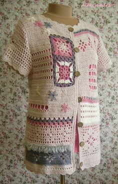 Free pattern for gypsy* top. *this is a racial slur, plz stop using it. Like, just say boho or something, seriously. Gilet Crochet, Crochet Coat, Crochet Jacket, Freeform Crochet, Crochet Cardigan, Crochet Granny, Crochet Shawl, Crochet Clothes, Crochet Stitches