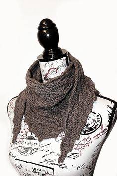 Quick and easy pattern to memorise, it produces a gorgeous neckerchief scarf with an impressive texture and finish. The neck length is fully adjustable and it works well in any yarn #crochet #tcdesignsuk #mmmakers