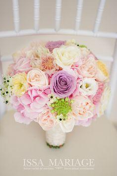 buchet issa Wedding Bouquets, Wedding Decorations, Wedding Day, Flowers, Plants, Style, Pi Day Wedding, Swag, Wedding Brooch Bouquets