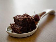 Receita de Bolo de chocolate fofinho com cobertura de brigadeiro - Tudo Gostoso