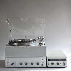 A History of Braun Design, Part Audio Products - Dieter Rams Design, Braun Dieter Rams, Braun Design, Hi Fi System, Transistor Radio, Record Players, Ideas Geniales, Phonograph, Hifi Audio