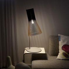 Secto Design - Secto 4220 Tischleuchte - birke natur/Kabel weiß/Standfuß grau