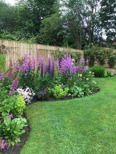 Flower Bed Designs, Flower Garden Design, Flower Gardening, Small Flower Gardens, Front Yard Garden Design, Yard Design, Diy Design, Garden Cottage, Garden Beds