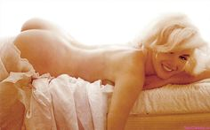 Monroe_Marilyn_golaya-25.jpg (1046×652)