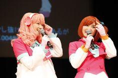 AKB48の声優選抜、仲谷明香(20)、岩田華怜(13)が20日、横浜市市民文化会館 関内ホールで行われた『tvkアニメまつり2012』に出演した。AKB48を題材にした初のTVアニメ『AKB0048』(4月29日放送開始 毎週日曜・後11:00~)で自身が声を担当するキャラクターのコスプレ姿で登場し、衣装を初公開。1000人の観客から大歓声が沸き起こった。 #AKBnews