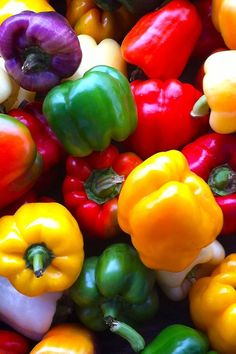 @PinFantasy - Pimientos ~~ Peppers ~~ For more:  - ✯ http://www.pinterest.com/PinFantasy/flora-~-frutas-y-hortalizas-fruits-and-vegetables/