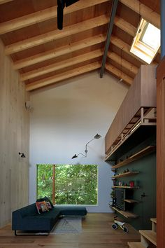 Image 18 of 25 from gallery of Tab House / Takanori Ineyama Architects. Photograph by Koich Torimura Loft Interior Design, Arch Interior, Bathroom Interior Design, Interior And Exterior, Interior Decorating, Modern Interior, House Yard, Tiny House Design, Pool Houses
