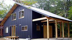 長ーい軒の下は、BBQスペース?屋根がある外の土間スペースは使い勝手最高。