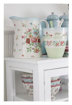 GreenGate summer. I want these shakers.