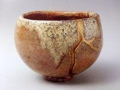 本阿弥光悦(1558-1637)作 赤楽茶碗 銘「雪峯」(高8.9cm/口径11.9cm/高台径4.2cm/重さ450g、重要文化財、畠山美術館蔵)