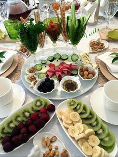Alintidir . Food T, Food And Drink, Yummy Food, Turkish Breakfast, Brunch, Food Stations, Iranian Food, Food Decoration, Turkish Recipes