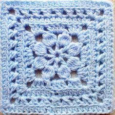 So Far, So Good: Walled Garden Square (maybe) Crochet Diy, Crochet Motifs, Granny Square Crochet Pattern, Crochet Crafts, Crochet Stitches, Crochet Projects, Free Crochet Square, Motifs Granny Square, Crochet Squares Afghan