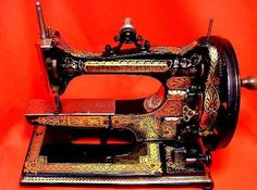 herminehesse: Antique sewing machine - arm and platform - 1875 Vintage Sewing Notions, Vintage Sewing Patterns, Sewing Machine History, Featherweight Sewing Machine, Sewing Machine Accessories, Antique Sewing Machines, Sewing Toys, Love Sewing, Couture