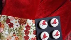 Mix n°25 Red velvet, Chinese flowers, Beige and red bird button