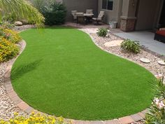 Pet Friendly Artificial Grass Dog Runs Phoeniz Arizona Small Yard Landscaping, Landscaping With Rocks, Backyard Projects, Backyard Patio, Back Gardens, Outdoor Gardens, Dog Friendly Garden, Landscape Design, Garden Design