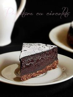 Mod de preparare Prajitura cu ciocolata: Blat: Biscuitii rupti bucati se macina la robot pana se obtine un pesmet fin. Se adauga zaharul, cacaoa si untul topit. Se mixeaza din nou pana se omogenizeaza si se obtine o compozitie firimicioasa. Se rastoarna intr-o tava cu inel detasabil (18 cm diametru), … No Cook Desserts, Sweets Recipes, Cake Recipes, Romanian Desserts, Romanian Food, Sweets Cake, Food Cakes, Something Sweet, Cupcake Cookies