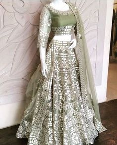 Want to flaunt your traditional looks? Check out these trending but traditional Gota Patti Lehenga Designs for Weddings. Indian Wedding Gowns, Indian Gowns Dresses, Indian Bridal Outfits, Indian Fashion Dresses, Dress Indian Style, Indian Designer Outfits, Pakistani Dresses, Party Wear Dresses, Bridal Dresses
