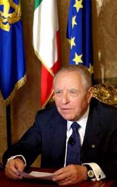 CARLO AZEGLIO CIAMPI (Livorno, 9 dicembre 1920) è un economista e politico italiano, Presidente emerito della Repubblica Italiana, essendo stato il decimo presidente della Repubblica dal 18 maggio 1999 al 15 maggio 2006.   #TuscanyAgriturismoGiratola