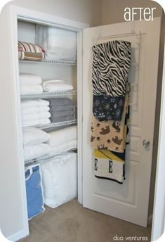 Organization Ideas clothes Organizing: The Linen Closet in winterime - fleece blankets on towel rack (Duo Ventures: Organizing: The Linen Closet) Linen Closet Organization, Closet Storage, Bathroom Organization, Diy Storage, Storage Ideas, Shelving Ideas, Extra Storage, Linen Storage, Bathroom Storage