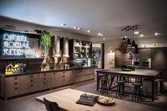 """«Diesel Social Kitchen» 與時尚品牌Diesel合作設計的""""廚房""""。跳脫對廚房空間的詮釋,廚房不再是一個工作環境而是人際間能更自在的領域"""
