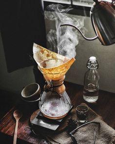 Chemex Coffee, Coffee Box, Coffee Is Life, Coffee And Books, Coffee Cafe, Coffee Break, Coffee Shop Photography, Food Photography Tips, Cafe Rico