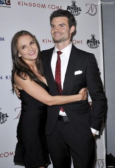 http://static1.purepeople.com/articles/4/12/89/94/@/1253713-rachael-leigh-cook-and-daniel-gillies-950x0-1.jpg