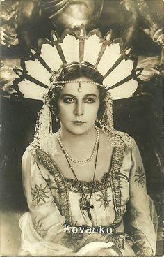 French postcard. Nathalie Kovanko in Le chante de l'amour triomphant (Viktor Tourjansky 1923).