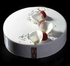 """Perle de Pascal Lac (Entremet Fruits rouges & vanille) - Une recette issue du magazine """"Fou de Pâtisserie"""" n°1, l'entremet """"Perle"""" par Pascal Lac ..."""