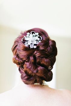 GLAMOUR, GLAMOUR AND MORE GLAMOUR Words can't even begin to give this auburn updo justice. It's all sorts of fabulous.
