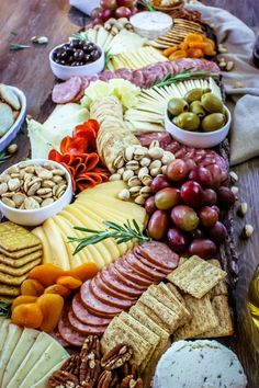 A charcuterie board is the life of any party! Check out how easy it is to make one for your next gathering! This post for How to Make A Charcuterie Board Charcuterie Display, Plateau Charcuterie, Charcuterie Plate, Charcuterie Recipes, Charcuterie And Cheese Board, Cheese Boards, Snack Platter, Party Food Platters, Cheese Platters