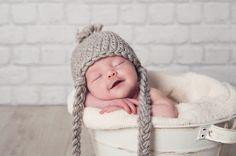 FOTOGRAFIA DE RECIEN NACIDOS EN VALENCIA. Esta es Sophie, una bebe peliroja, de piel blana, preciosa! Somos especialistas en fotografia Newborn en Valencia.