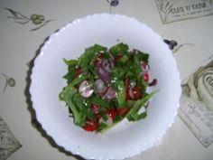Rezept: Unkautsalat mit Tomate und Radieschen
