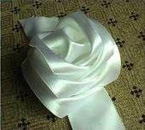 How to Make DIY Satin Ribbon Rose without Needle and Thread | iCreativeIdeas.com Like Us on Facebook ==> https://www.facebook.com/icreativeideas