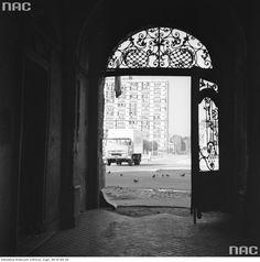 Zdjęcie numer 8 w galerii - Warszawa w latach 70. Pochody, czyny społeczne, neony [GALERIA]