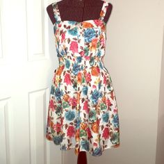 Flawless Floral Dress Beautiful floral print perfect for day or a date night. Cute bust with elastic to show off that waist!  Dresses