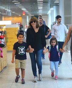 Renata Sorrah e os netos, Miguel e Betina (Foto: Willian Oda/ Agnews)