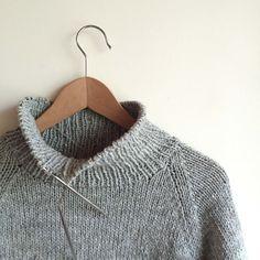 Hoe om 'n trui met breinaalde stap-vir-stap-instruksies vir beginners te brei - Nuttige wenke - 2020 Easy Sweater Knitting Patterns, Knitting Stitches, Knitting Designs, Knit Patterns, Free Knitting, Knitting Projects, Vogue Knitting, Thick Yarn, Warm Sweaters
