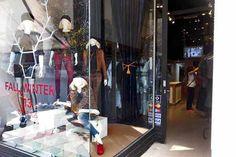 ¡Descubrí los mejores lugares para comprar ropa barata en la avenida Avellaneda!  Ideal para comprar jeans o pantalones de colores, rayados o estampados. Foto:Guadalupe Aizaga
