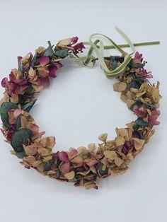 Marzo y vamos a hablar de las hortensias para los ramos de novia | Flores Akita Akita, Floral Wreath, Wreaths, Jewelry, Crystal Vase, Design Styles, Floral Decorations, Pop Of Color, Hydrangeas