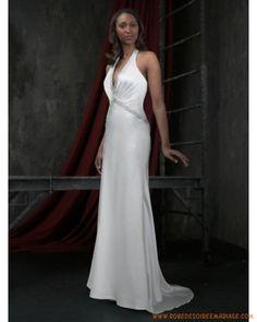Bretelle au cou orné de cristal robe de mariée simple à Strasbourg